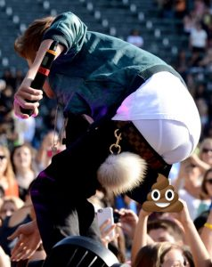 Justin Bieber Pooping